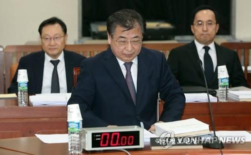 8月28日下午,在国会,韩国国家情报院院长徐薰出席情报委全体会议。(韩联社)