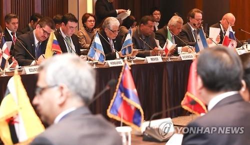资料图片:去年12月举行的东亚-拉美合作论坛高层会议现场照 (韩联社)