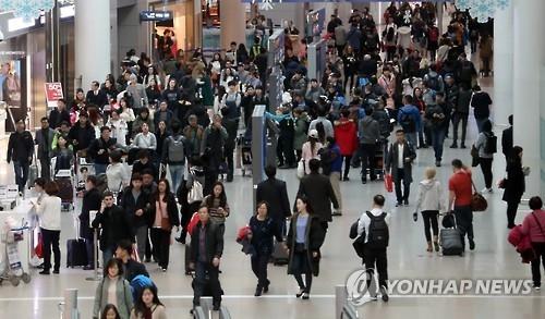 资料图片:仁川国际机场免税店(韩联社)