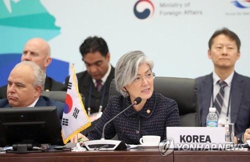 资料图片:8月31日,韩外长康京和在亚拉论坛上发言。(韩联社)