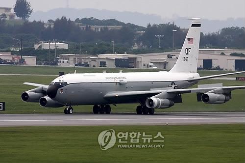 资料图片:WC-135W核侦察机(韩联社/欧新社)
