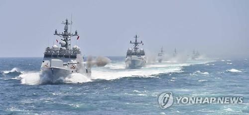 资料图片:韩国海军舰艇进行舰炮射击。(韩联社)