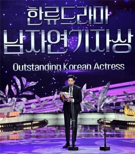 9月7日,在KBS电视台举行的第12届首尔国际电视剧节上,韩星朴宝剑发表获奖感言。(首尔国际电视剧节组委会提供)