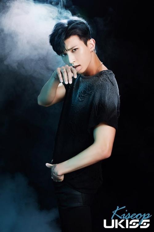 U-KISS箕燮(官方脸谱)