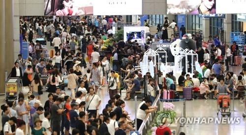 资料图片:仁川国际机场入境大厅(韩联社)