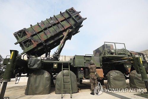 """资料图片:韩国空军""""爱国者""""导弹发射车 (韩联社)"""