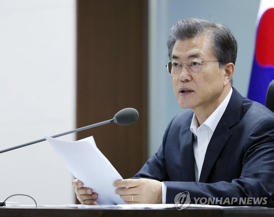 9月15日上午,在韩国总统府青瓦台,韩国总统文在寅主持召开国家安全保障会议(NSC)紧急全体会议,讨论朝鲜射弹应对方案。(韩联社)