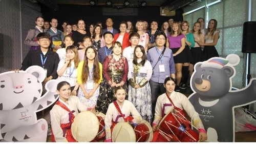 """资料图片:9月8月,""""促文化交流恳谈会""""活动在匈牙利举行。(韩联社)"""