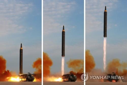 """资料图片:朝中社公布""""火星-12""""型导弹发射组图。图片仅限韩国国内使用,严禁转载复制。(韩联社/朝中社)"""