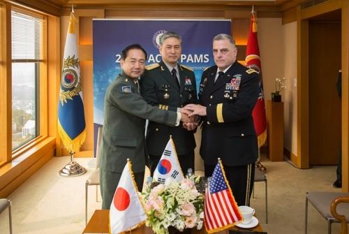 韩美日陆军参谋长会谈(韩国陆军提供)