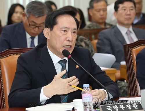 资料图片:9月18日上午,在韩国国会举行的国会国防委员会全体会议上,韩防长宋永武正在回答关于朝鲜试射导弹的议员提问。(韩联社)
