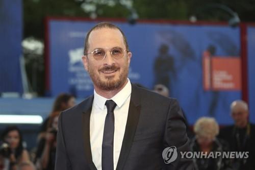 资料图片:导演达伦·阿罗诺夫斯参加第74届威尼斯电影节。(韩联社/欧新社)