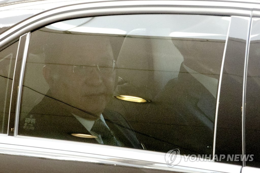 9月19日,朝鲜外相李勇浩经由北京首都机场启程赴纽约出席联大。(韩联社/美联社)