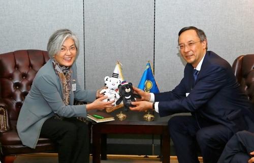 美国东部时间9月21日,在纽约,康京和与阿布德拉赫曼诺夫举行会谈。(韩联社/韩外交部提供)
