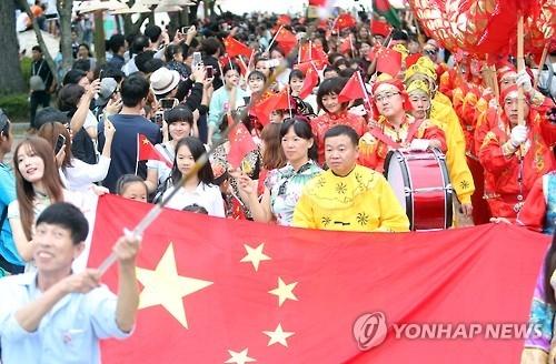 资料图片:韩国最大多元文化庆典MAMF的盛装游行环节(韩联社)