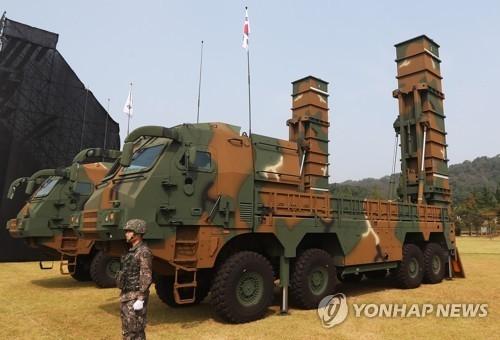 """韩军在""""国军日""""纪念活动上公开""""玄武-2""""系列导弹。(韩联社)"""