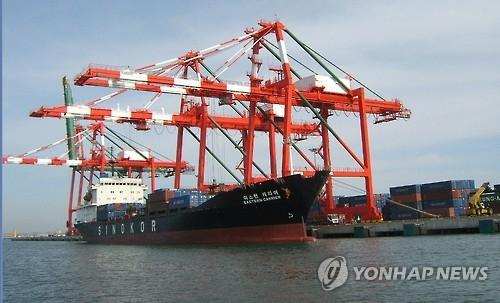 资料图片:韩国群山货物集装箱码头(韩联社)