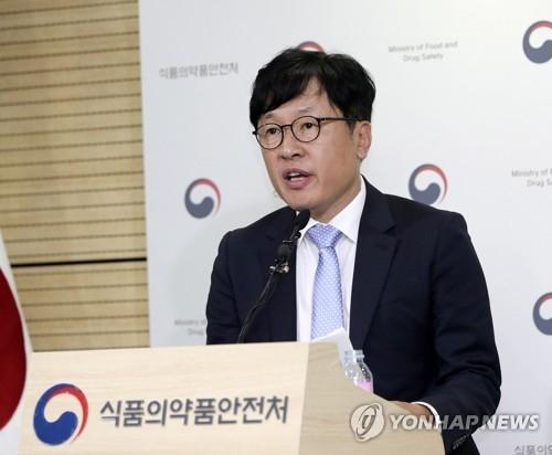 9月28日,韩国食品医药品安全处相关负责人发布第一次全面调查卫生巾挥发性有机物(VOCs)的结果。(韩联社)