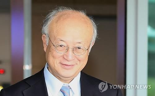 9月28日,在仁川国际机场,国际原子能机构(IAEA)总干事天野之弥抵达韩国。(韩联社)