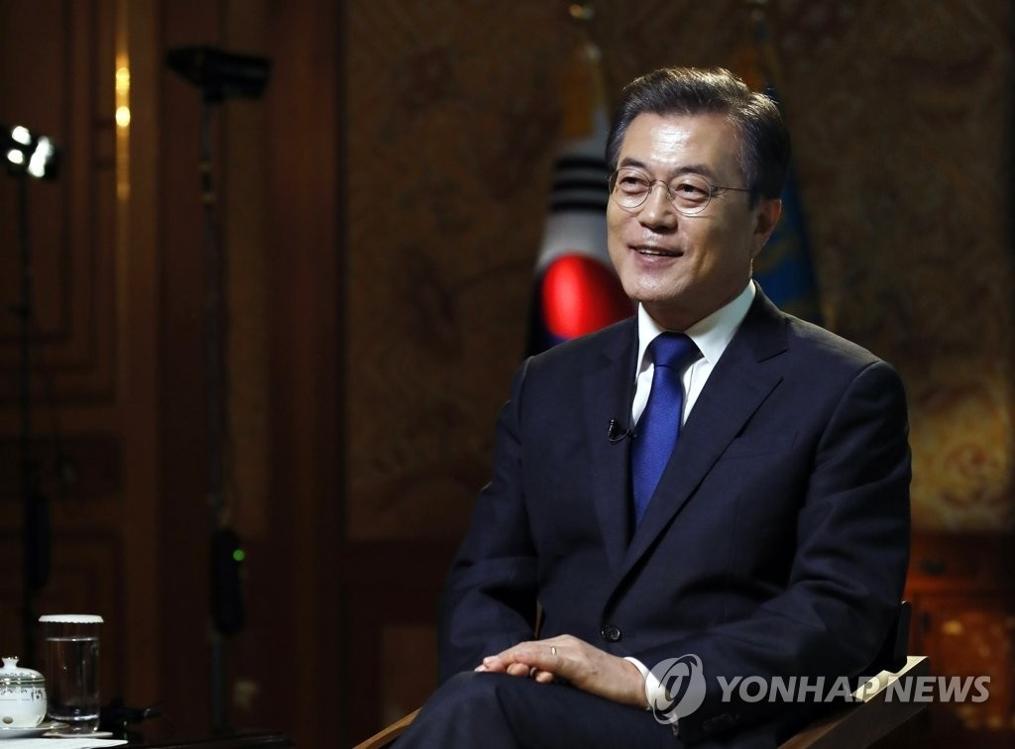 9月14日下午,在青瓦台,韩国总统文在寅接受美国有线电视新闻网专访。(韩联社/青瓦台提供)