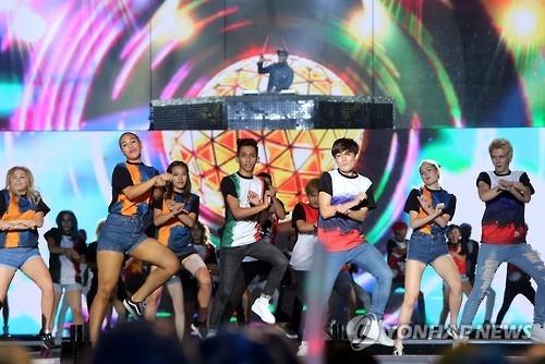 资料图片:2016年K-POP世界庆典现场照(韩联社)