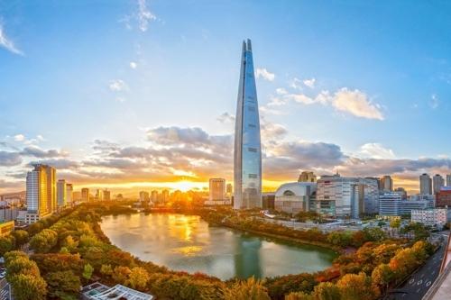 资料图片:乐天世界大厦全景(乐天物产提供)
