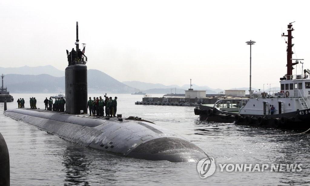 """图为2016年4月6日驶入镇海港的""""图森""""号。(韩联社/美国太平洋司令部提供)"""