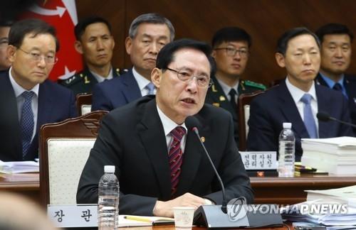 10月12日上午,在韩国国防部,宋永武接受国会国防委定期监督调查。(完)