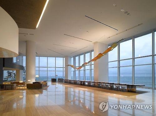 资料图片:江原媒体中心入驻的江陵吉马凯酒店内部(韩联社)