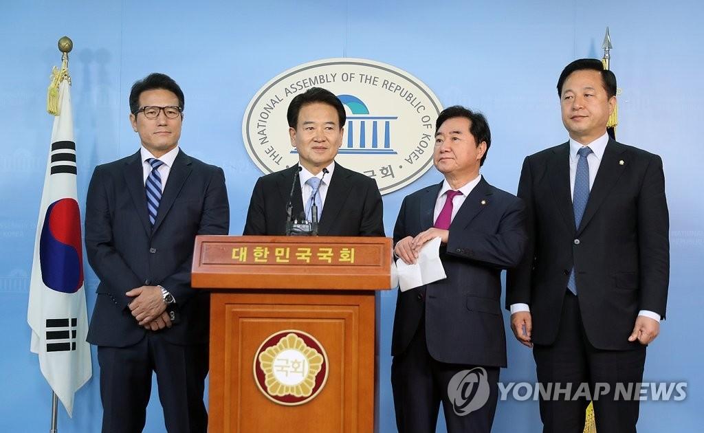 资料图片:10月11日,议员外交团介绍访美成果。(韩联社)