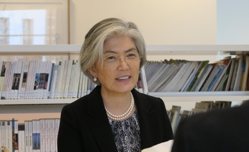 韩国外长康京和接受韩联社专访。(韩联社)