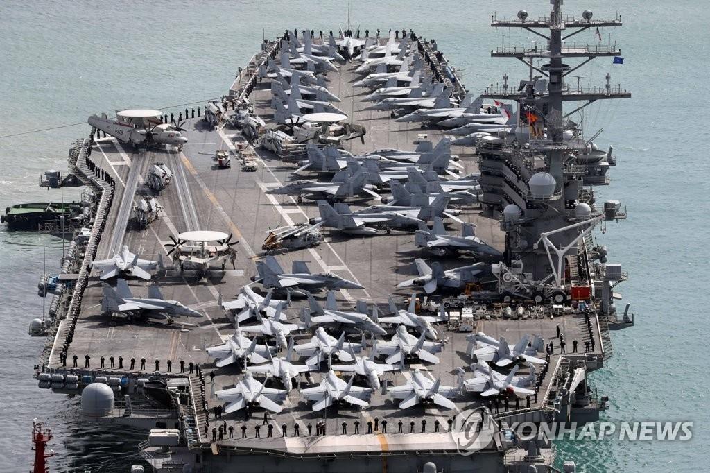 """资料图片:美国""""里根""""号航母驶入韩半岛海域。(韩联社)"""