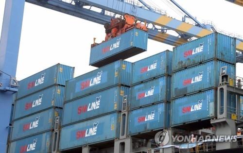 资料图片:森罗商船货运现场(韩联社)