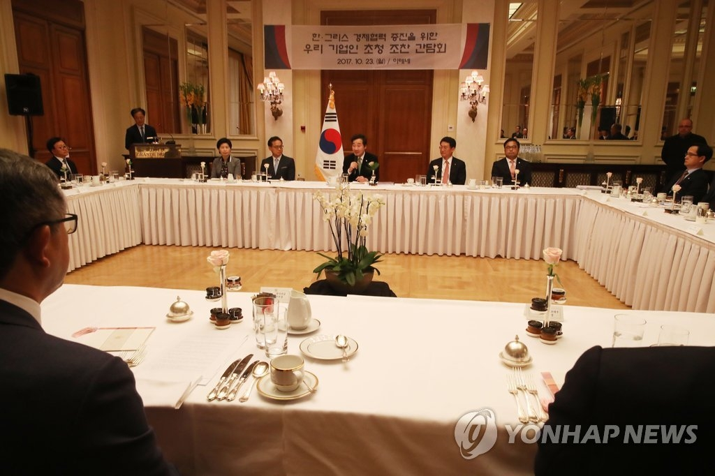 10月23日,韩国国务总理李洛渊在希腊雅典出席当地韩国企业家代表早餐座谈会并发言。(韩联社)