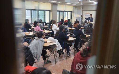韩将调整上班时间增加公交班次为高考让路