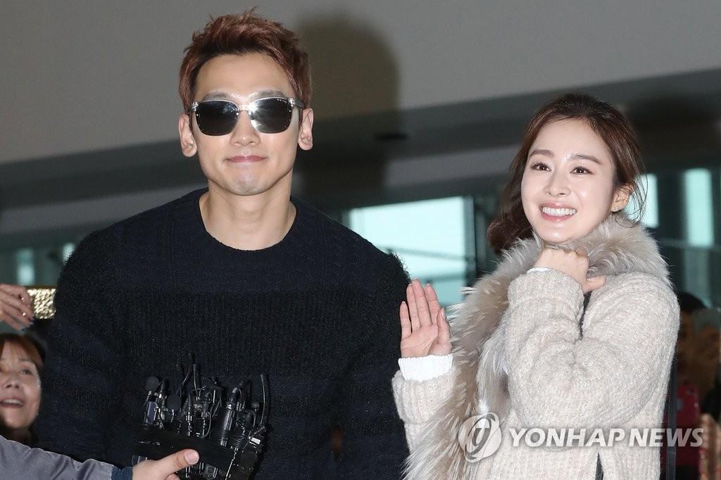 资料图片:Rain和金泰希(右)夫妇(韩联社)
