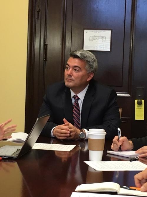 当地时间10月26日,在华盛顿,美国参议院外交关系委员会东亚事务小组主席加德纳与韩国媒体座谈。(韩联社/外交部联合记者团提供)
