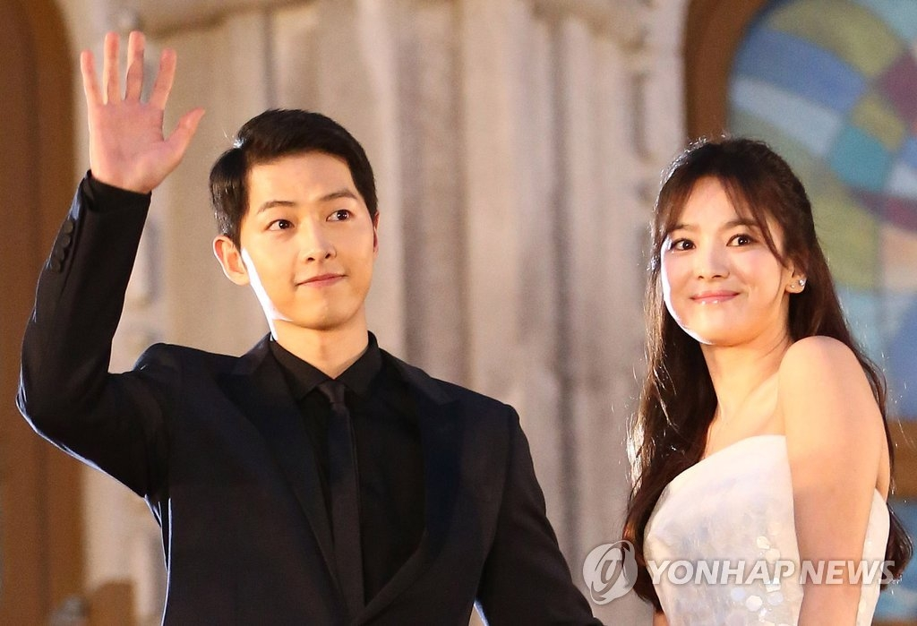 资料图片:宋仲基(左)和宋慧乔(韩联社)
