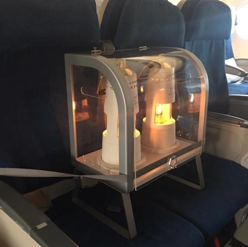 资料图片:圣火乘专机回韩。(韩联社)