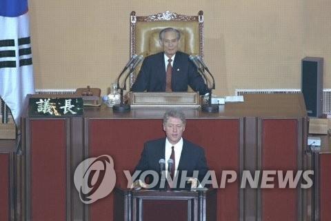 资料图片:1993年7月10日,美国时任总统克林顿在韩国国会发表演讲。(韩联社/国会图书馆提供)
