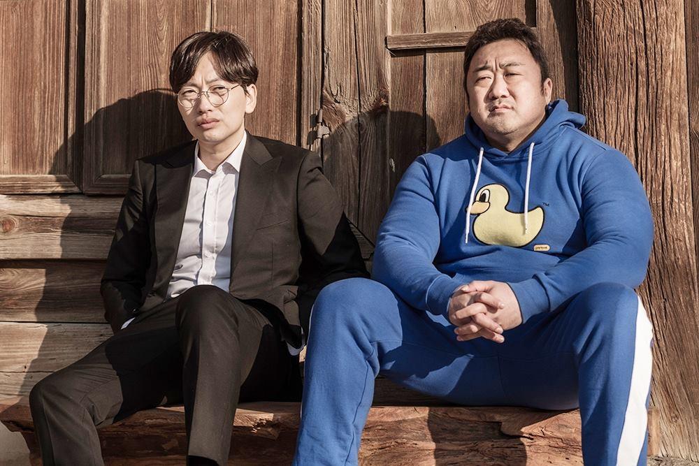 新片《兄弟》马东锡(右)和李东辉剧照(韩联社/Megabox plus M提供)