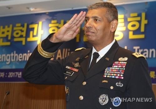 """11月3月,在首尔中区,驻韩美军司令文森特·布鲁克斯出席由韩国陆军协会举办的题为""""通过改革与合作加强韩美同盟""""的讲座。(韩联社)"""