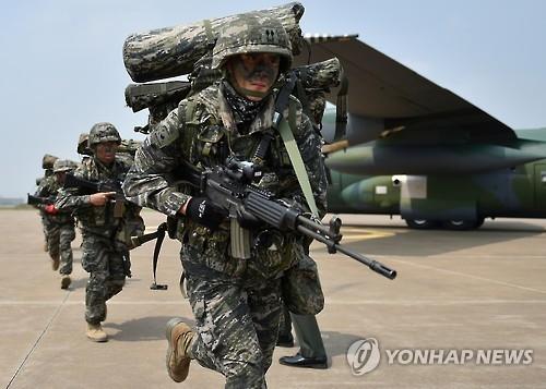 资料图片:训练中的迅速机动部队(韩联社)