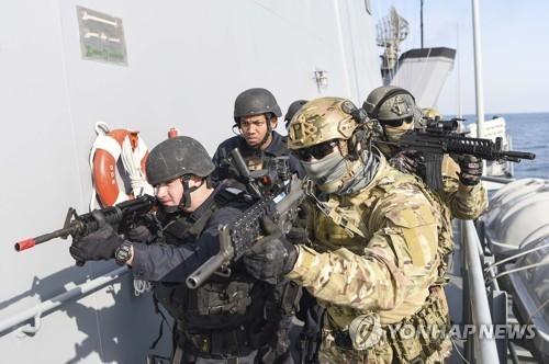 资料图片:韩美联合海上拦截演习现场(韩联社)