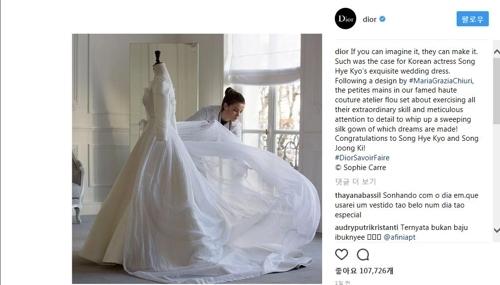 迪奥官方IG发布宋慧乔婚纱的制作过程。(迪奥官方IG截图)