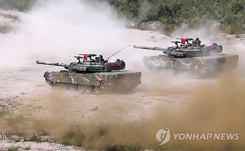 """资料图片:在位于庆尚北道浦项海军陆战队第一师团附近的一处射击场,韩美海军陆战队进行""""KMEP""""演习。(韩联社)"""