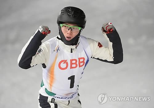 资料图片:中国自由式滑雪空中技巧运动员齐广璞(欧新社)