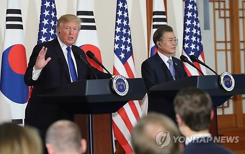 11月7日,在青瓦台,文在寅和特朗普联合召开韩美首脑会谈记者会。(韩联社)