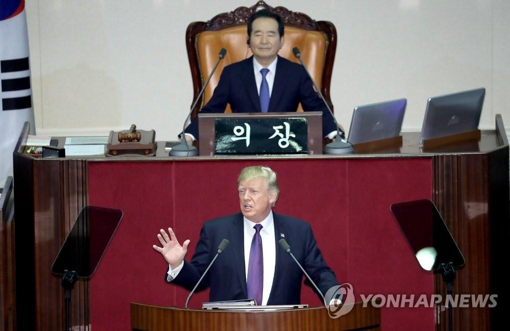 11月8日上午,在韩国国会,美国总统特朗普发表演说。(韩联社)