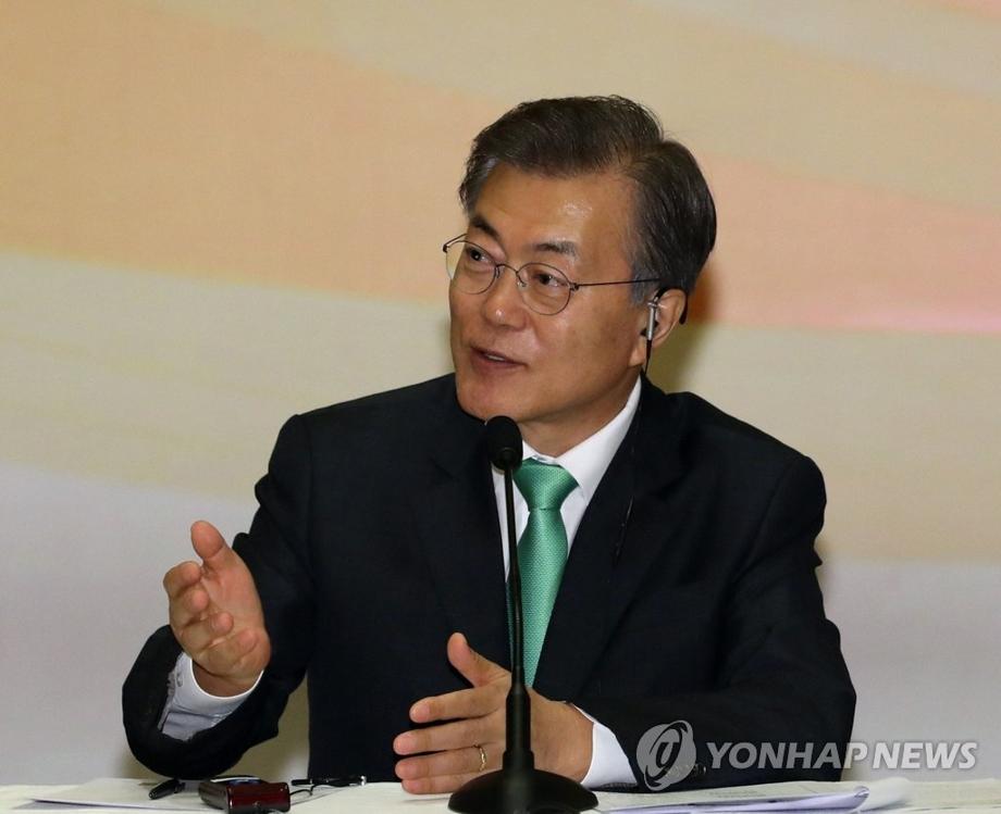 11月9日,在印尼雅加达,韩国总统文在寅在韩国印尼商务圆桌会议上发言。(韩联社)